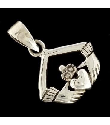 El Colgante de Claddagh de plata