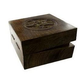Caja de madera labrada con pentaculo