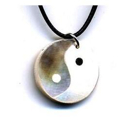 Colgante Yin Yang de hueso y nacar