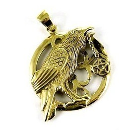 Cuervo con pentaculo. Colgante de bronce.