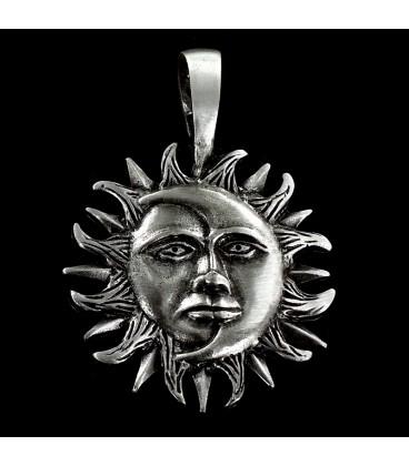 Sol y Luna. Colgante de peltre