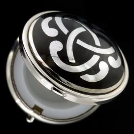 Triqueta. Pastillero metalico lacado