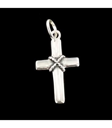 Cruz de plata con cadena