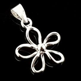 Flor. Colgante de plata con cadena