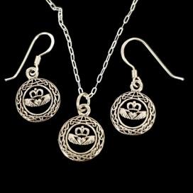 El anillo de Claddagh Colgante y pendientes